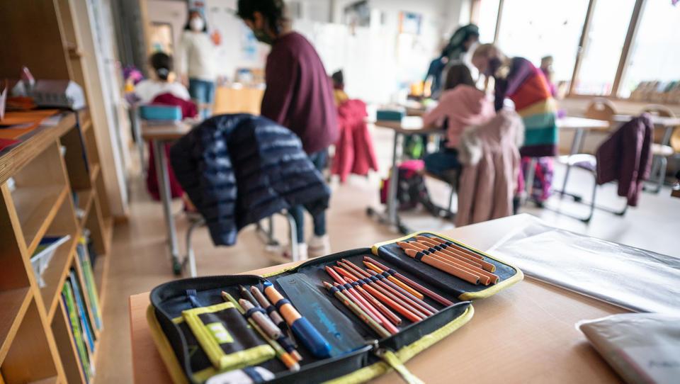 Lehrerverband und Gewerkschaft wollen Maskenpflicht in Schulen beibehalten