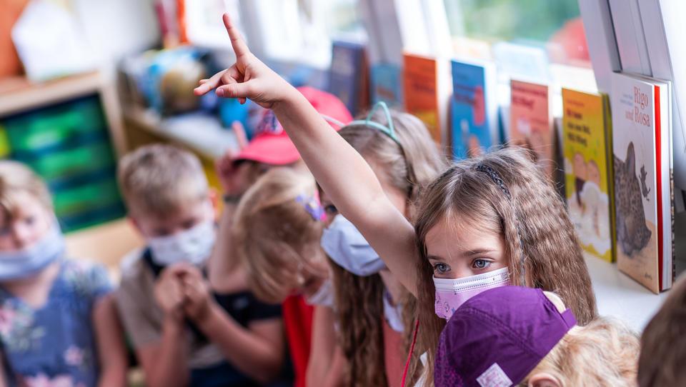 Mehrere Bundesländer streichen Maskenpflicht im Unterricht