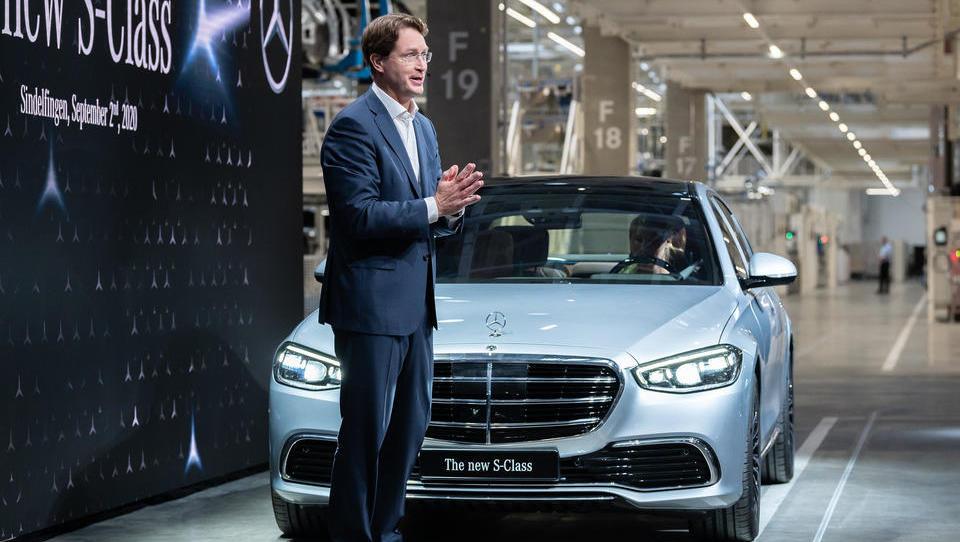 Daimler spürt Markterholung und schreibt wieder schwarze Zahlen