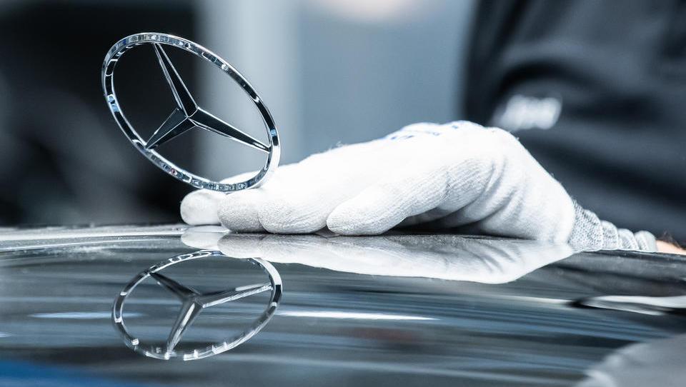 Starkes viertes Quartal beschert Daimler deutlich mehr Gewinn als erwartet