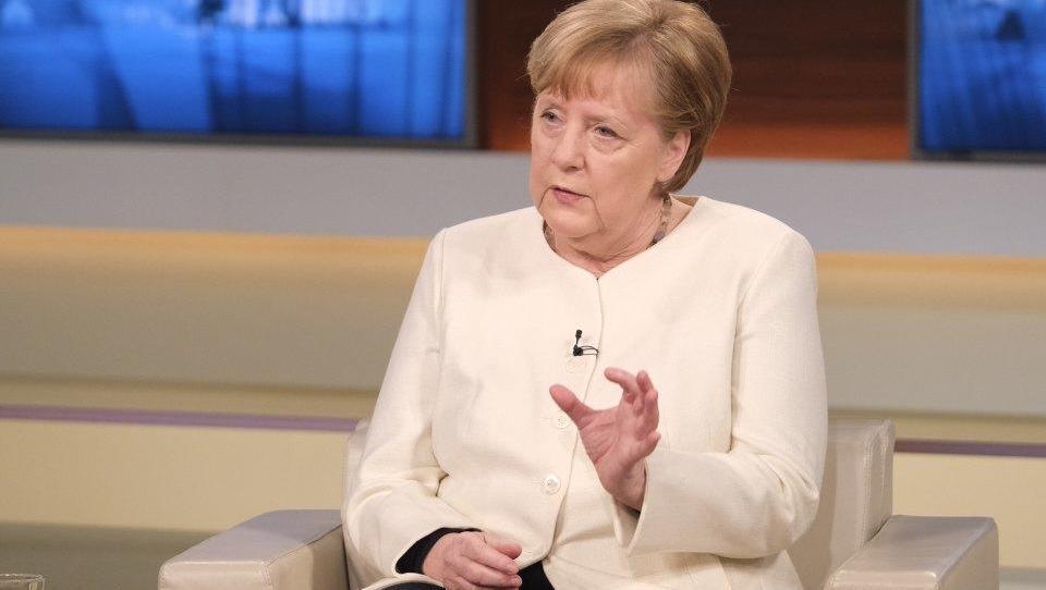 Merkel droht mit noch härteren deutschlandweiten Corona-Maßnahmen