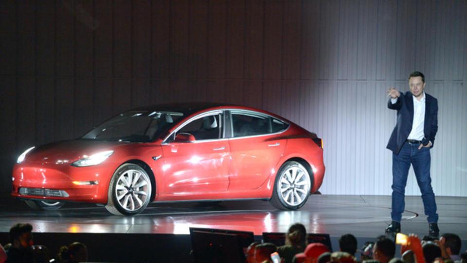 Tesla knackt an der Börse erstmals die 100 Milliarden Dollar