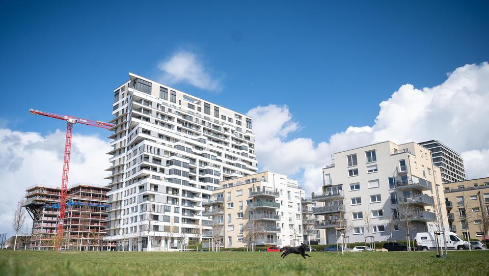 Mehr als jeder zweite Neubau heizt mit erneuerbaren Energien
