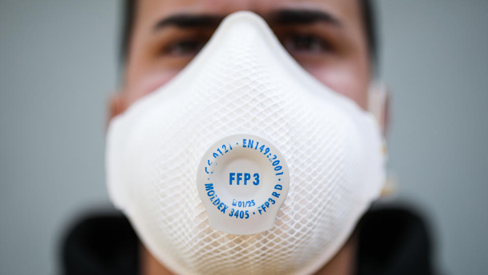 Mittelständler stellt in nur vier Wochen Produktion auf die Herstellung von Schutzmasken um