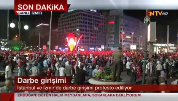 Tausende Erdogan-Anhänger ziehen zum Flughafen Atatürk