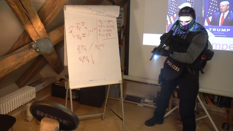 Video: Polizei-Razzia bei Youtuber live ins Internet übertragen