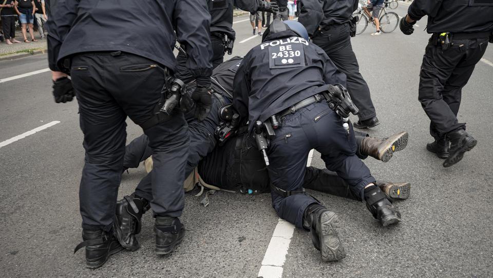 Nach Polizeigewalt bei Corona-Demo: Berlins Innensenator trifft UN-Berichterstatter