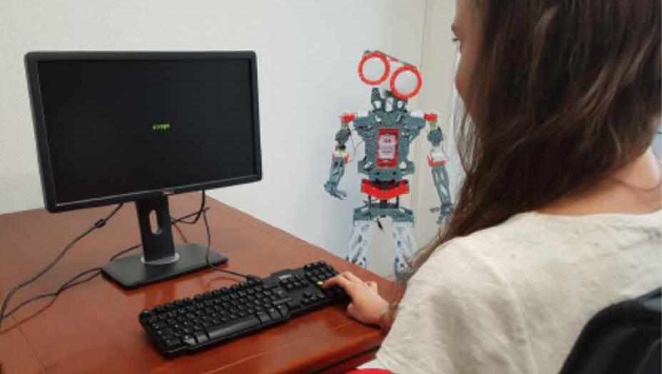 Menschen arbeiten konzentrierter, wenn ein Roboter sie beschimpft