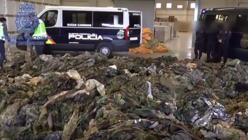 Spanien: 20.000 Militär-Uniformen für IS-Kämpfer entdeckt