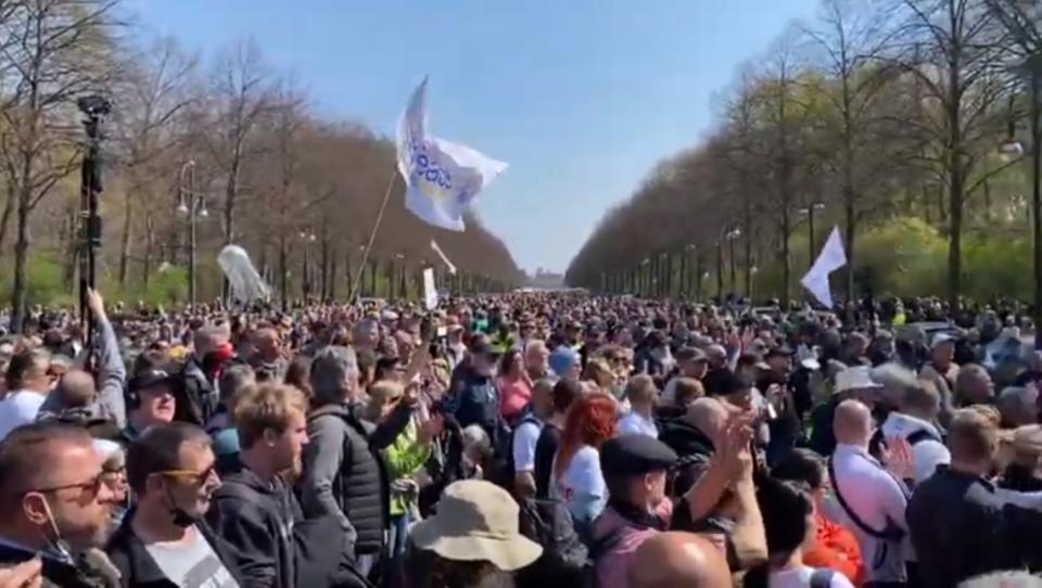 Über 8.000 Demonstranten: Berliner Polizei löst Corona-Demo auf – Mehr als 40 Festnahmen