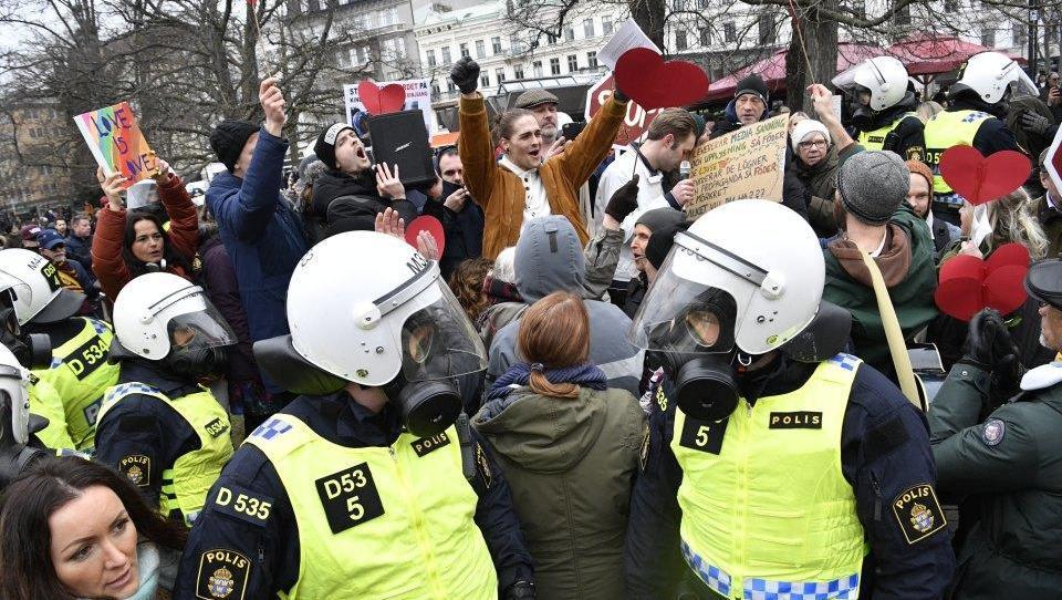 Schwedische Gesundheitsbehörde rät von Corona-Lockerungen ab