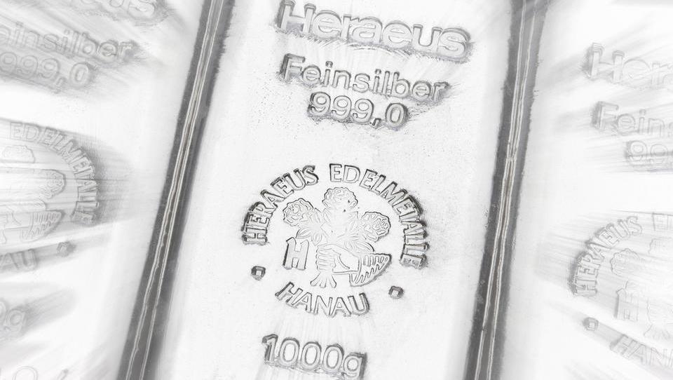 Warum der Silberpreis dem Goldpreis hinterher hinkt