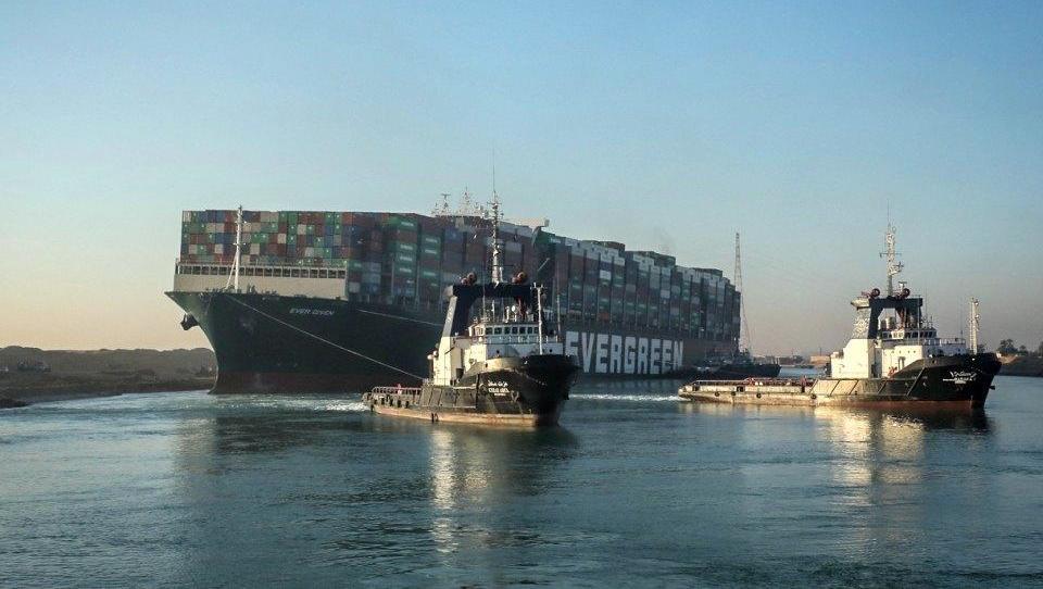Containerschiff im Suezkanal wieder frei, Verkehr soll weitergehen