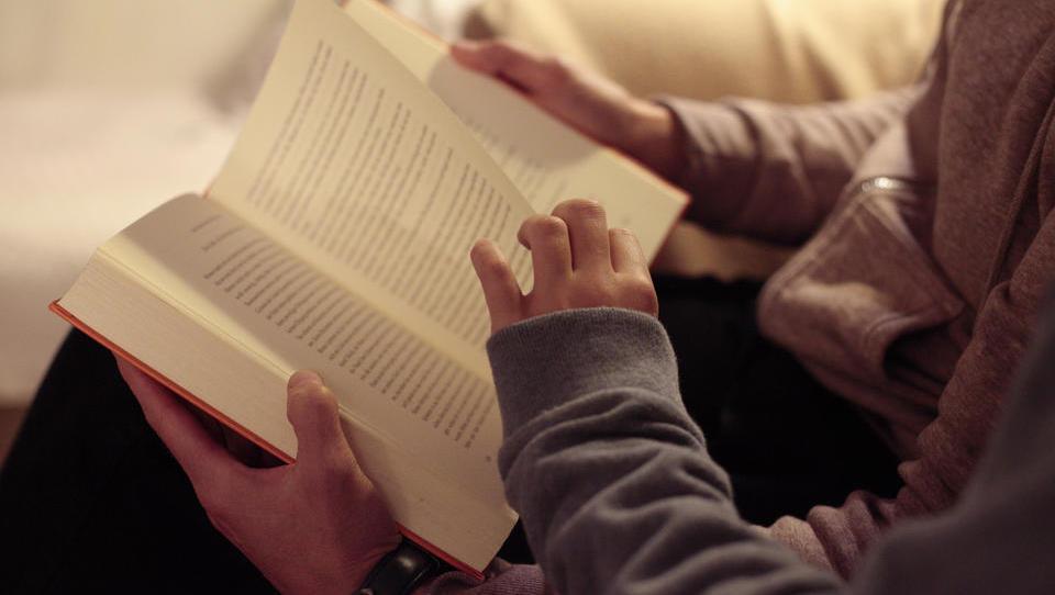 Hälfte der Eltern macht den Kindern Vorlesen keinen Spaß