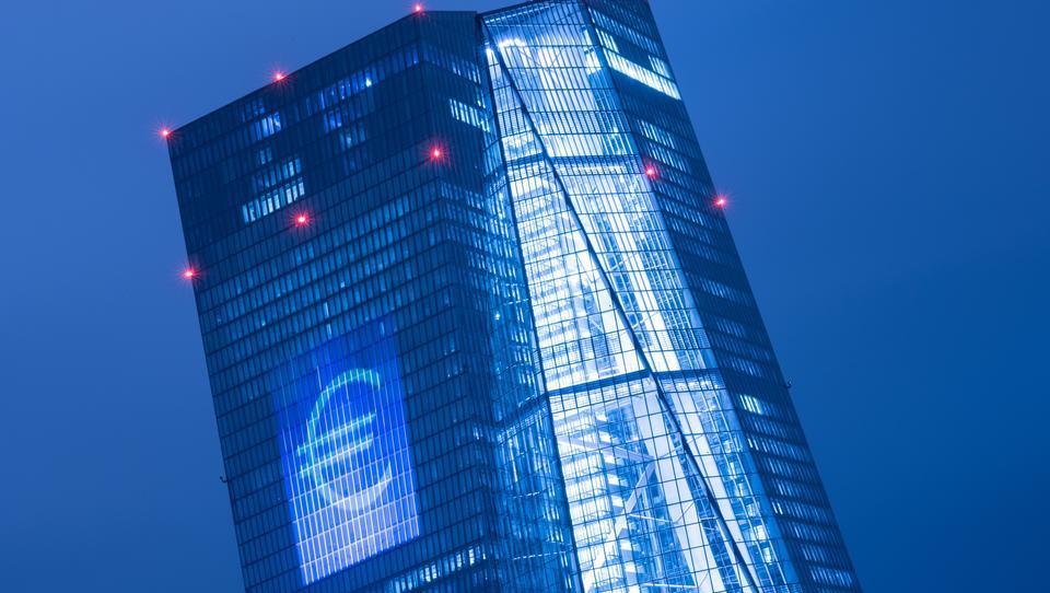 Wachstum bei Firmenkrediten im Euro-Raum verliert etwas an Dynamik