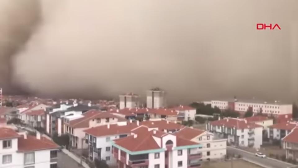 Riesen-Sandsturm löst Panik in türkischer Hauptstadt aus