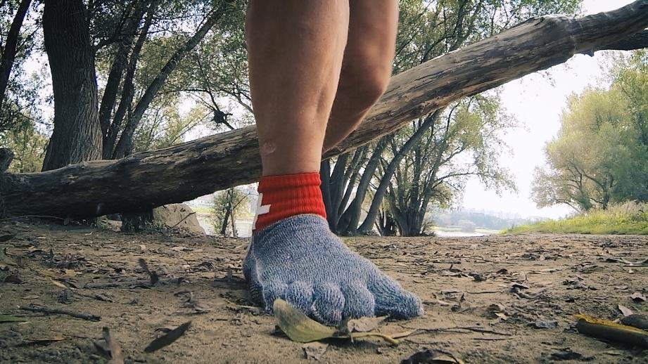 Nie mehr Schuhe: Wanderfeste Socken aus Stahlfasern