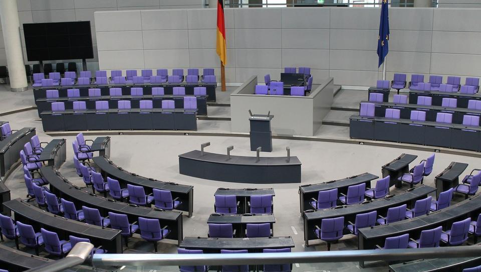 Parteien streiten nach CDU-Vorstoß zur Streichung des einheitlichen Rentenalters