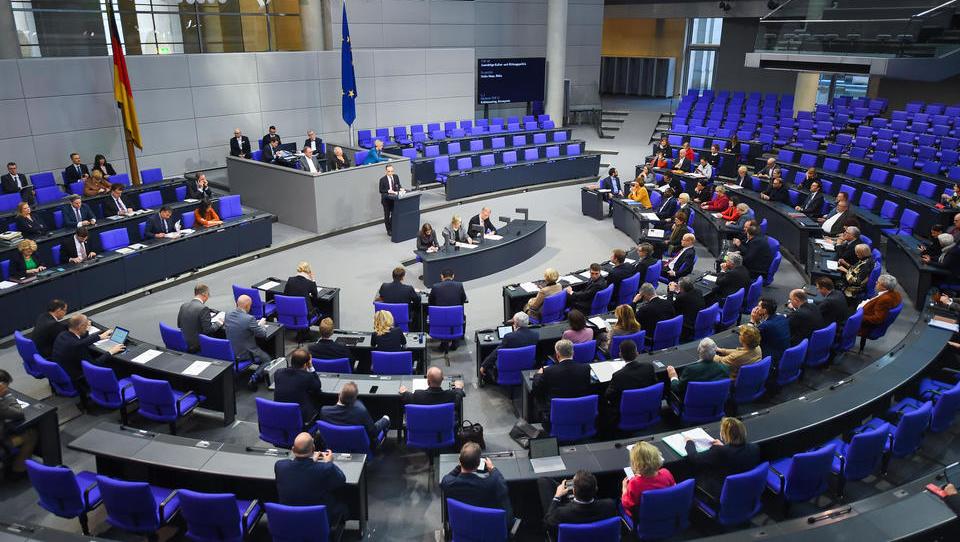 Unionsabgeordnete wollen für Bundestag echtes Zwei-Stimmen-Wahlrecht schaffen