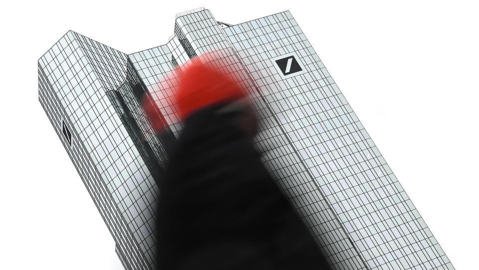 Deutsche Bank meldet überraschend Quartalsgewinn, Aktie steigt deutlich