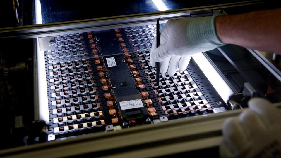 Neuheit: Mit Farbstoffen den Verschleiß von E-Motoren erkennen