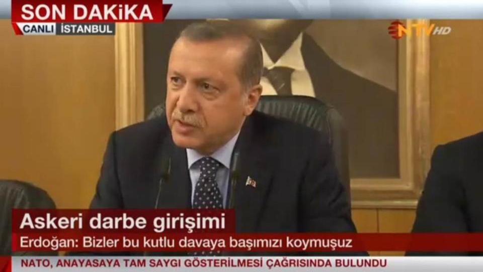 Erdogan kehrt zurück: Türkische Regierung erklärt Putsch für gescheitert
