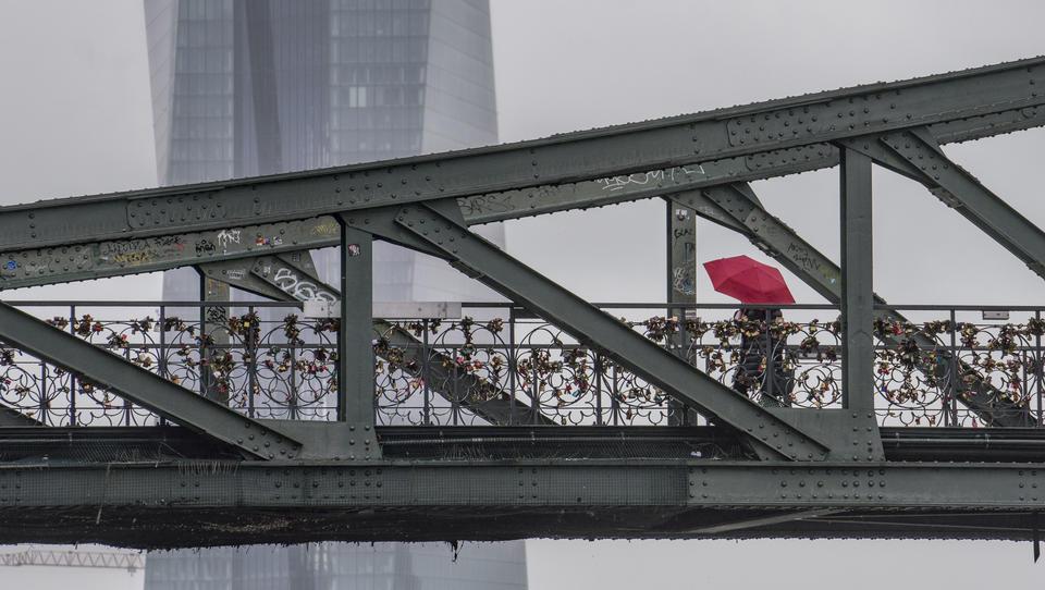 EZB könnte in der Krise erstmals Bankanleihen kaufen