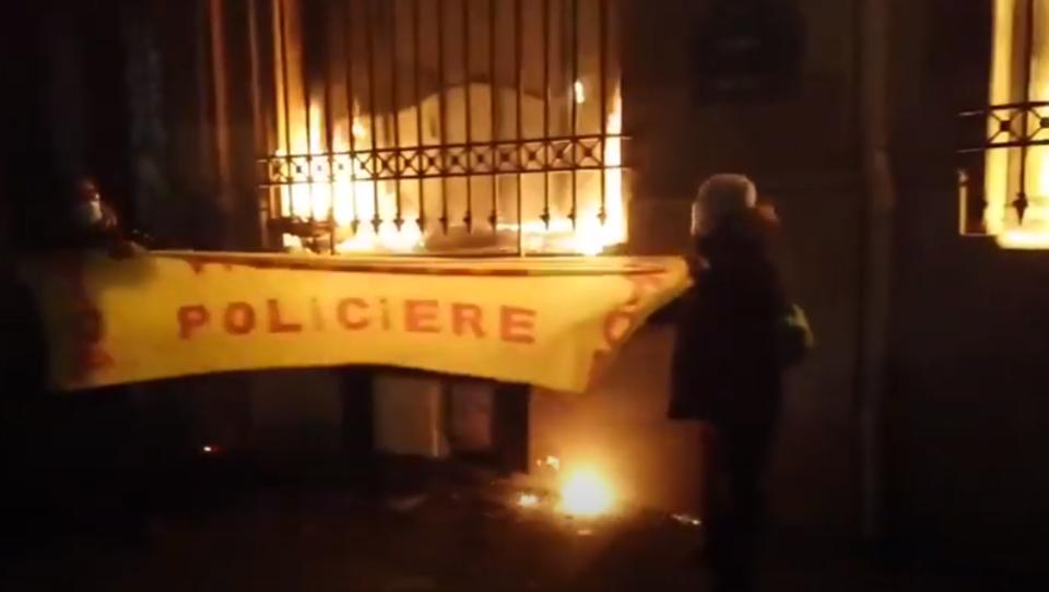 Demonstranten zünden Frankreichs Zentralbank an