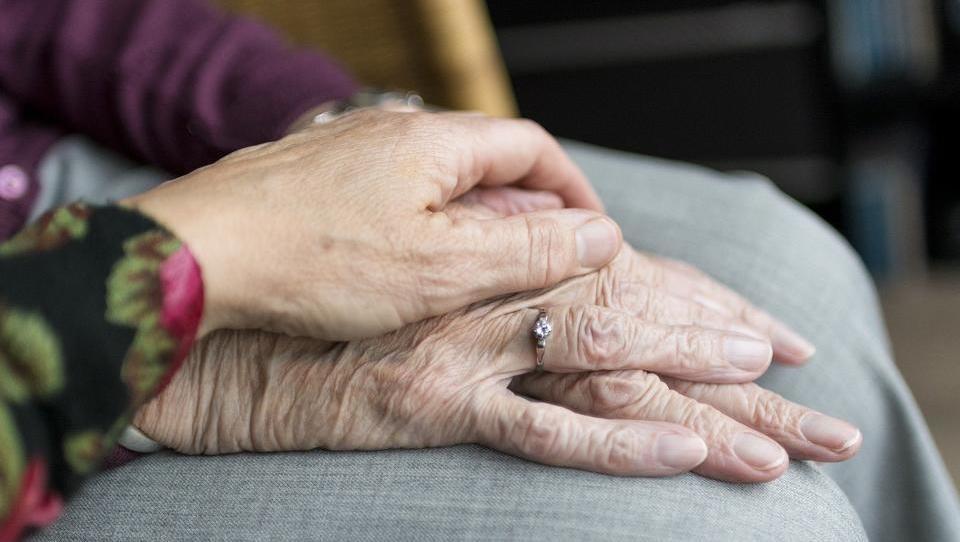 Massiver Druck für Angehörige: Pflege im Heim immer teurer