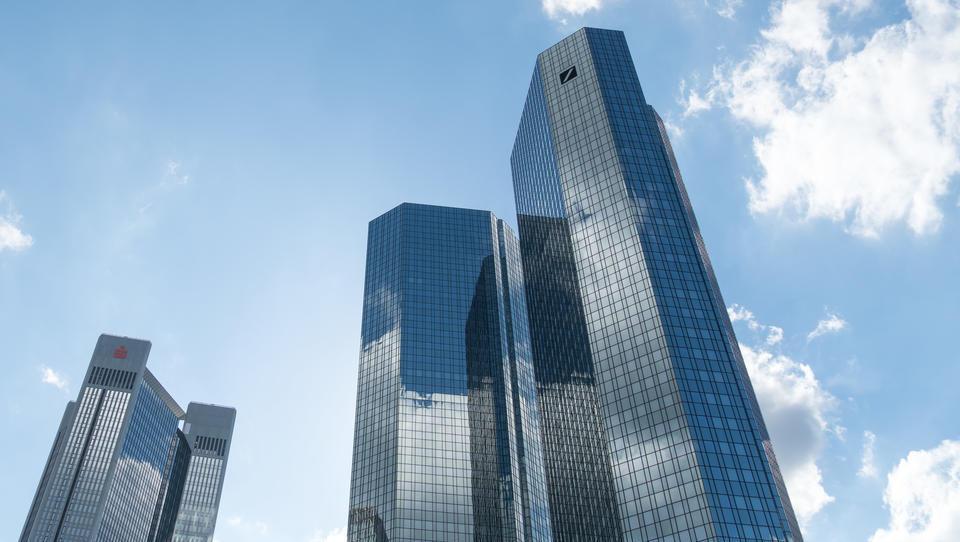 Deutschen Geldinstitute wollen durch Fusionen europäische Bankenriesen schaffen