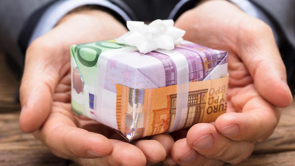 Geschenkt: 1200 Euro Grundeinkommen im Monat