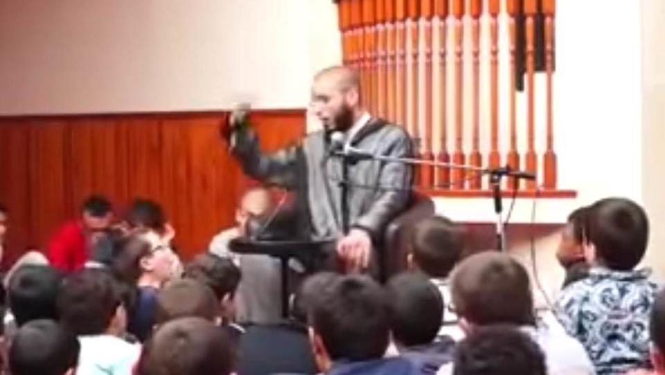 """Imam: """"Wer Musik hört, den verwandelt Allah in ein Schwein"""""""