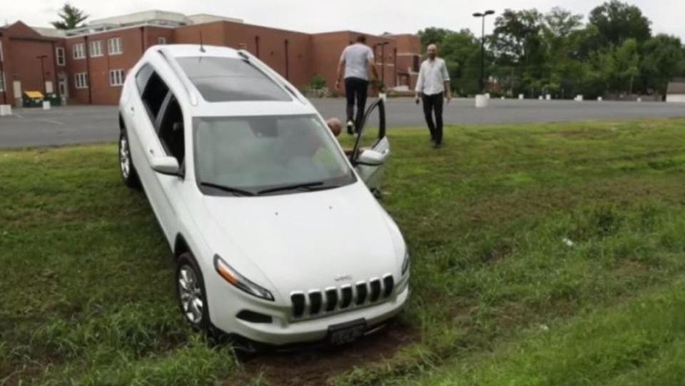 Autobauer alarmiert: Hacker kapern Jeep via Internet