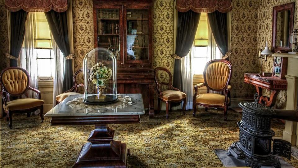 Auszug oder Umbau: Was tun, wenn Senioren das Haus zu groß wird?