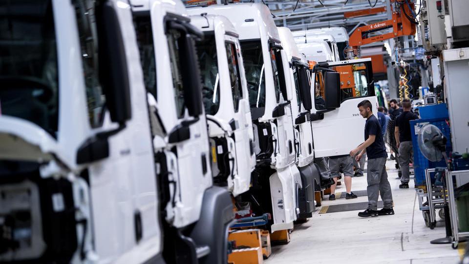 Lkw-Bauer MAN und Scania schicken 29.000 Mitarbeiter nach Hause