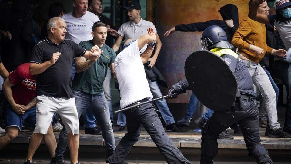 Anti-Corona-Demo: Schwere Unruhen in Den Haag, 400 Festnahmen