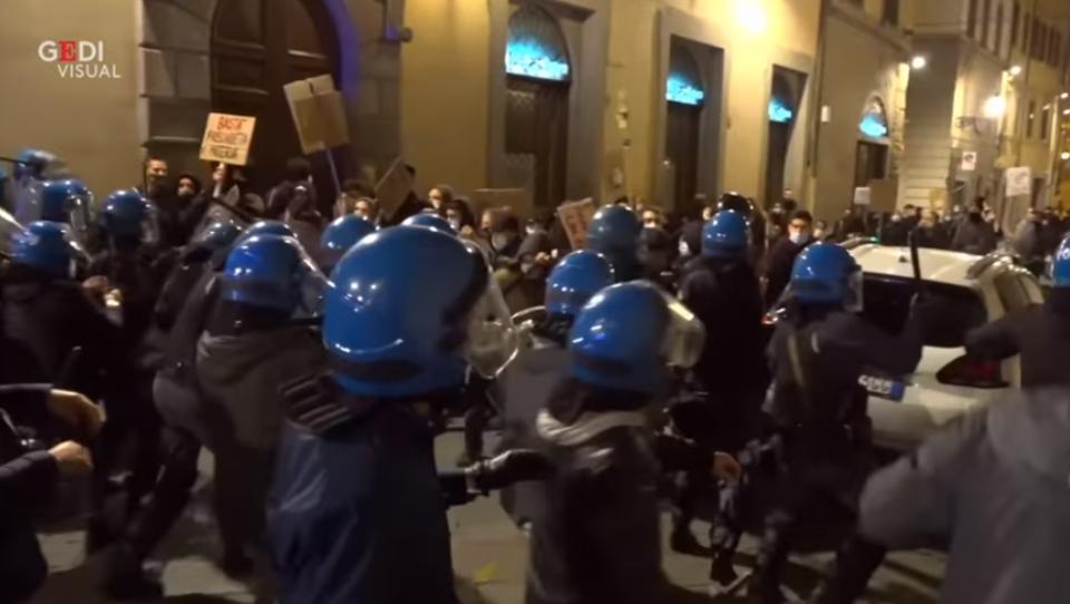 Schwere Corona-Unruhen und massive Polizeigewalt in Florenz