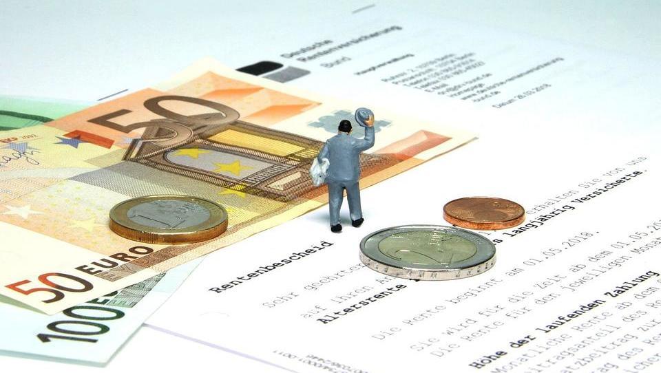 Urteil noch im Mai erwartet: Zahlen Rentner zu hohe Steuern?
