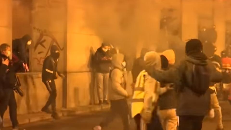 Schwere Unruhen in Belgien: Mann stirbt nach Corona-Kontrolle in Polizeigewahrsam