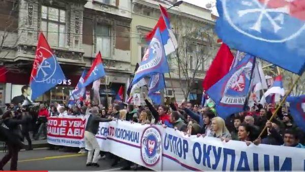 Serbien: Tausende protestieren gegen Privilegien für die Nato