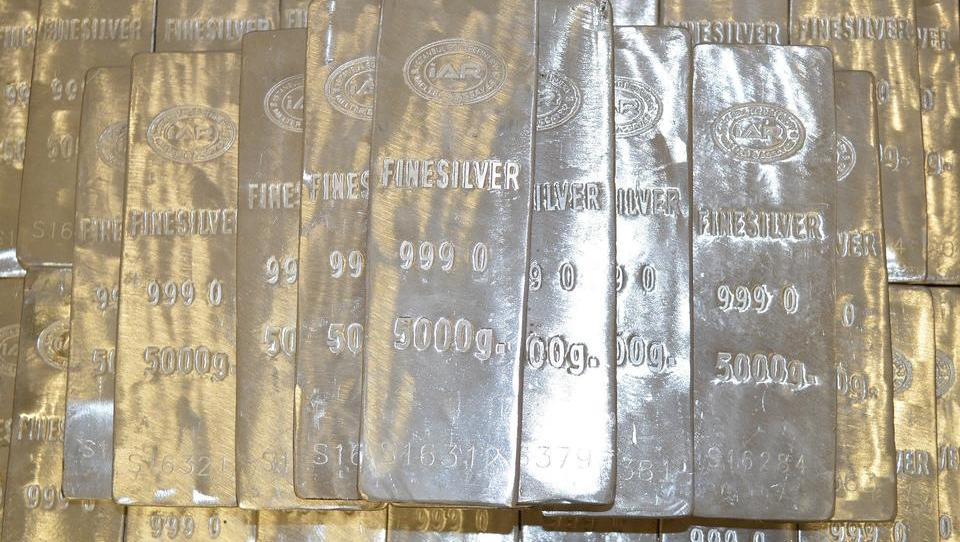 Silberpreis läuft Gold den Rang ab dank Kleinanleger-Hype