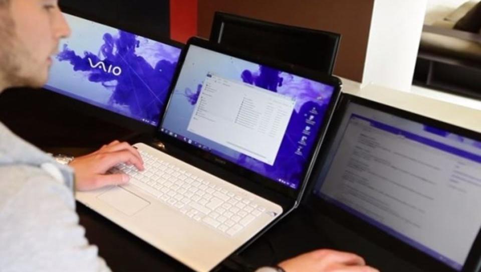 Faltbar: Dreifach-Bildschirm für Laptops
